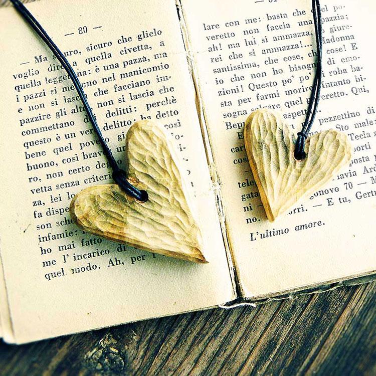 Pendenti in legno a forma di cuore