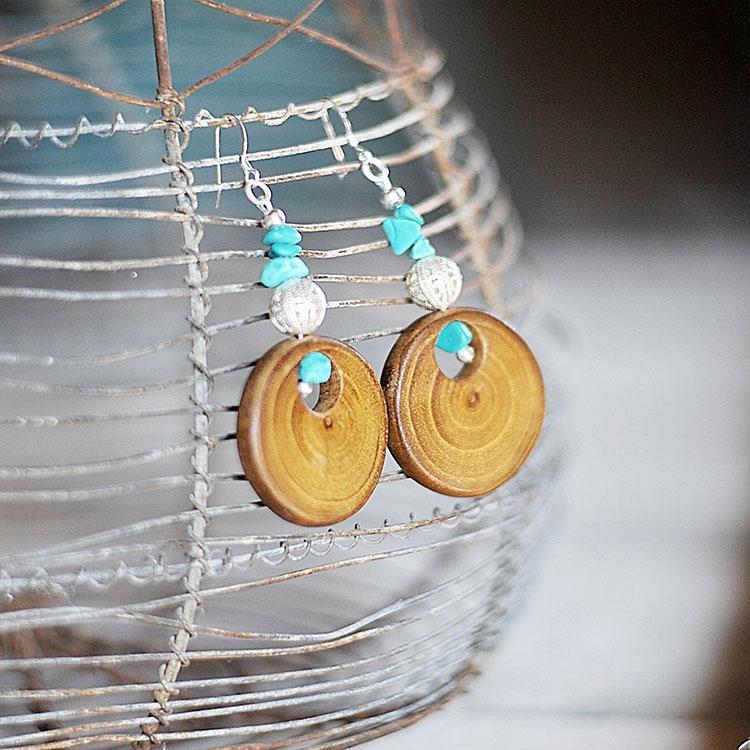 Orecchini con pendenti in legno di robinia