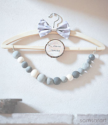Concrete and wooden beads decoration with bows