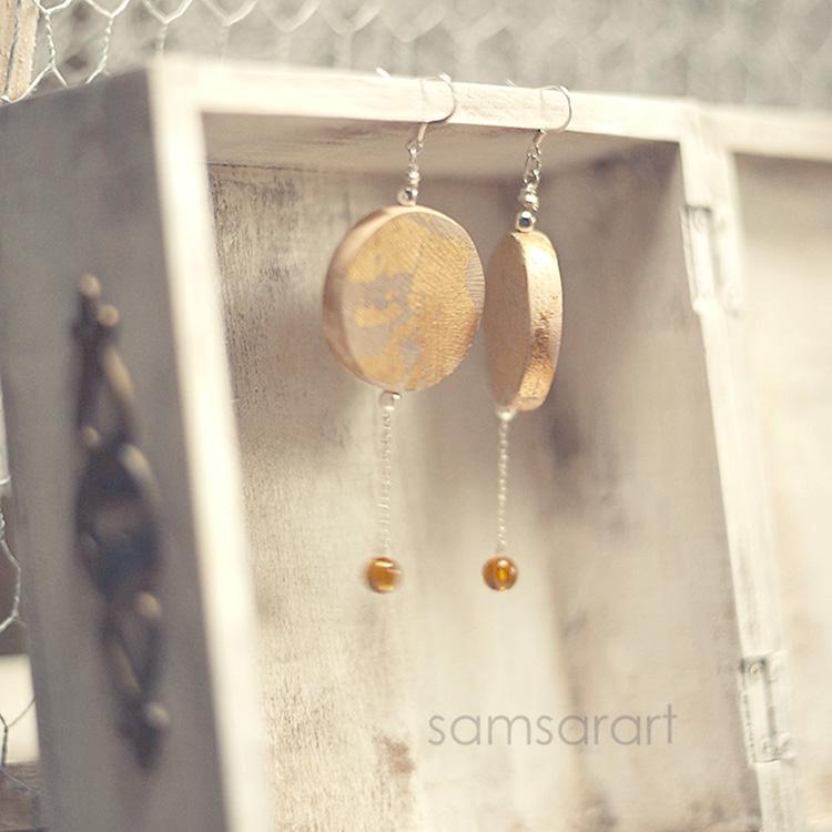 Orecchini con pendente in legno